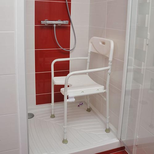 chaise de douche tobago pour personnes g es sweetdom. Black Bedroom Furniture Sets. Home Design Ideas