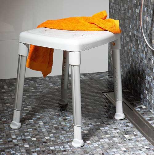 tabouret de douche smart pour personnes g es sweetdom. Black Bedroom Furniture Sets. Home Design Ideas