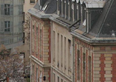 Un monte-escalier dans une jolie maison de ville